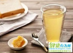 清晨空腹饮一杯蜂蜜水,既可减肥美颜