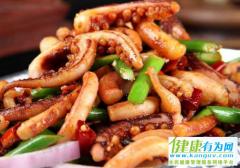 今天姚哥为大家推荐一道做给孩子吃的是:洋葱鱿鱼须