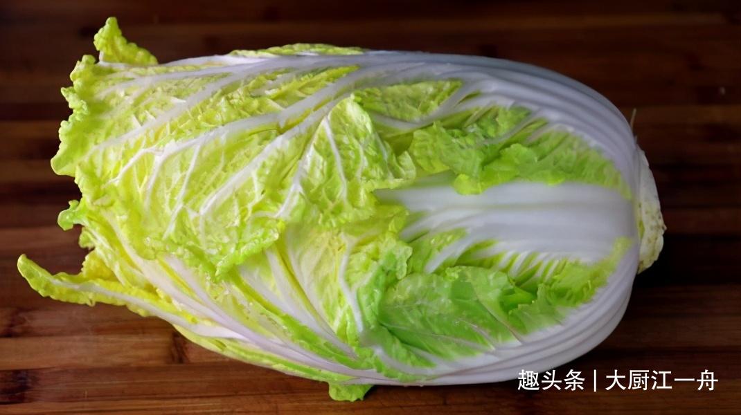 年后大鱼大肉吃腻了,教你最解腻凉拌白菜心的做法,脆嫩又爽口